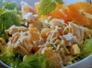 Salata s piletinom i mandarinama.
