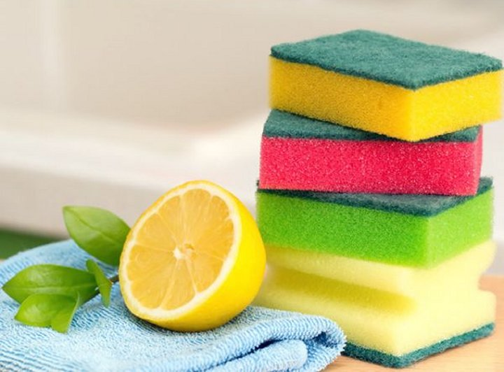Sok od limuna kao stvoren je za raznoliko čišćenje i uklanjanje neugodnih mirisa u kuhinji.